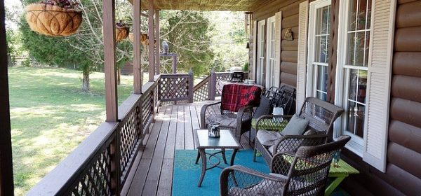 Professional Tips for Decorating Your Summer Porch in 3 Easy Steps